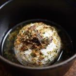 丸ごとカマンベールチーズのオーブン焼き アンチョビガーリック風味