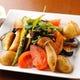 彩り豊かな野菜は濃厚な白みそドレをたっぷりディップして。