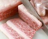 店主自ら毎日お肉を一番おいしいサイズにカット!
