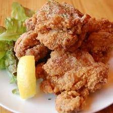 大人気鶏の唐揚げなどこだわり料理