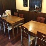 貸切スペースは4名様テーブルが4脚ある小上がりスペース