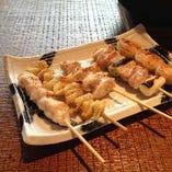 鶏刺身、串焼、串揚げ…etc.種類も豊富にご用意しております!