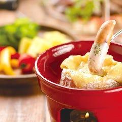 カマンベールの丸ごとチーズフォンデュ