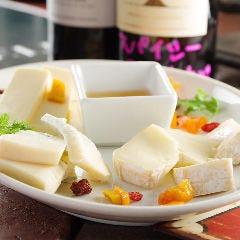 GAUDIUMチーズオードブルプレート6種
