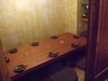掘ゴタツのドア付き個室は7名×2部屋。仕切りを取れば16名まで可