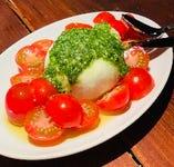 イタリア産の極上チーズとトマトのカプレーゼ。