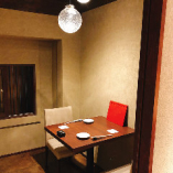 プライベート空間でお食事を。2名様、4名様の個室をご用意。