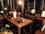 テーブル席、ソファー席、お座敷席、テラス席がございます♪