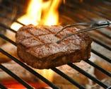 紀州備長炭で焼き上げたステーキは 他とは一味ちがいます