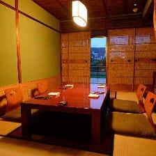 「鴨川納涼床」で涼やかな京都の夏