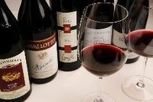 厳選されたワインとシェフ自慢の逸品