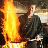 【職人技!藁焼き】 熟練の職人が豪快に藁焼きで焼き上げます!