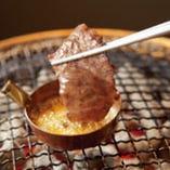 【牛角ならでは!創作焼肉】ガーリックバターとろカルビ 620円