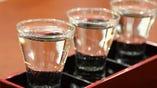 ききざけセット!(十種類以上の地酒の中から三種類を選べます。)       お酒の銘柄はグラスの下に裏をむけておいてるのでお客様がクイズ感覚で楽しみながら味わっています。