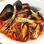 ムール貝とそばの実のトマトソース
