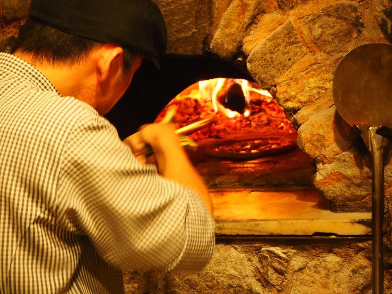 石窯で焼き上げる本格ナポリピッツァ