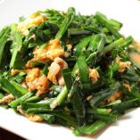 一品料理も多数揃えております。人気のニラ玉でスタミナバッチリ