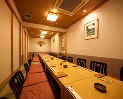 大勢での宴会・会食にも最適な 完全個室をご用意!!