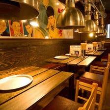 昭和レトロな雰囲気の店内でご宴会!
