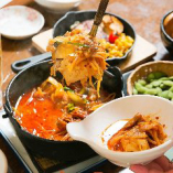 辛さの中に、肉と野菜の旨味が際立つ名物「地獄豆富」