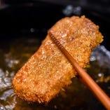 梅肉、雪塩、自家製の燻製チーズなど豊富な薬味でご堪能あれ