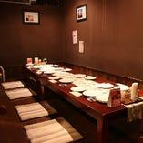 【お座敷席】テーブルをつなげれば20名ほどの宴会にも対応可能♪