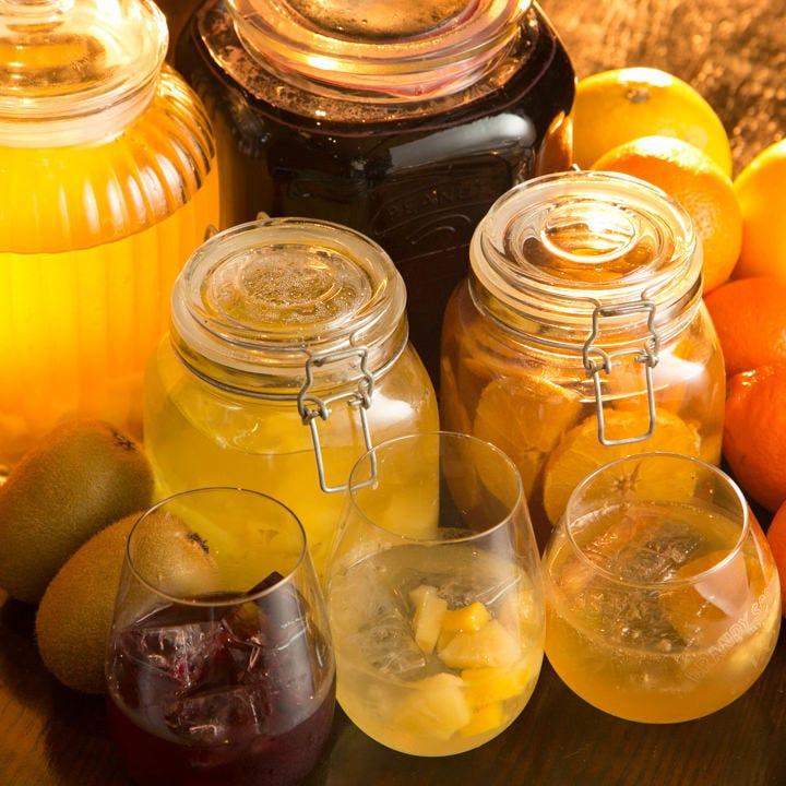 フルーツの色と香りが楽しめる♪サングリアも当店自慢のお酒です