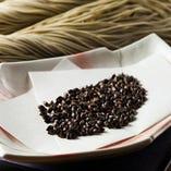 北海道産の上質なそば粉を使用した新食感のへぎそば