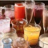 大人気の飲み放題はメニュー充実の70種類!