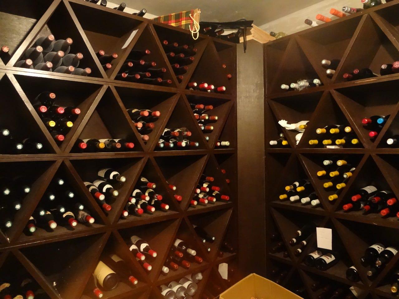 ワインとビール、ウイスキー約2500本