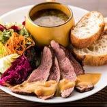 数量限定 鴨肉のロースト【サラダ・スープ・パン付き】