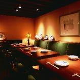 クラシックな雰囲気の洋室は、女性に人気。(4名。・3席)