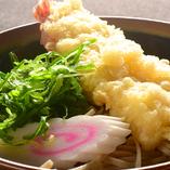 揚げたてのサクサク天ぷらは、軽い食感で食べていて飽きません♪