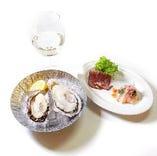 上記牡蠣メニューに+771円で【牡蠣飲みセット】に! 選べるドリンク1杯&本日の前菜2種をプラス