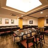 【1〜40名様まで】2階テーブル席 明るく開放的な空間でゆったりとディナーを