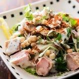 【てのごい屋風】蒸し鶏のシーザーサラダ