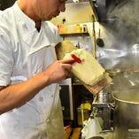 匠の技が光る刀削麺