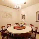 円卓個室は8名様用と13名様用を完備。接待や親戚とのお食事に