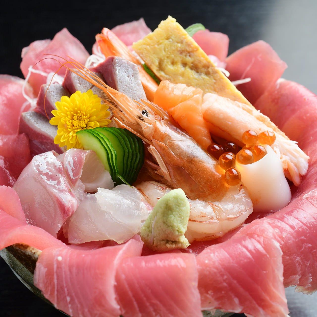 スペシャル海鮮丼、特製すしおススメです♪