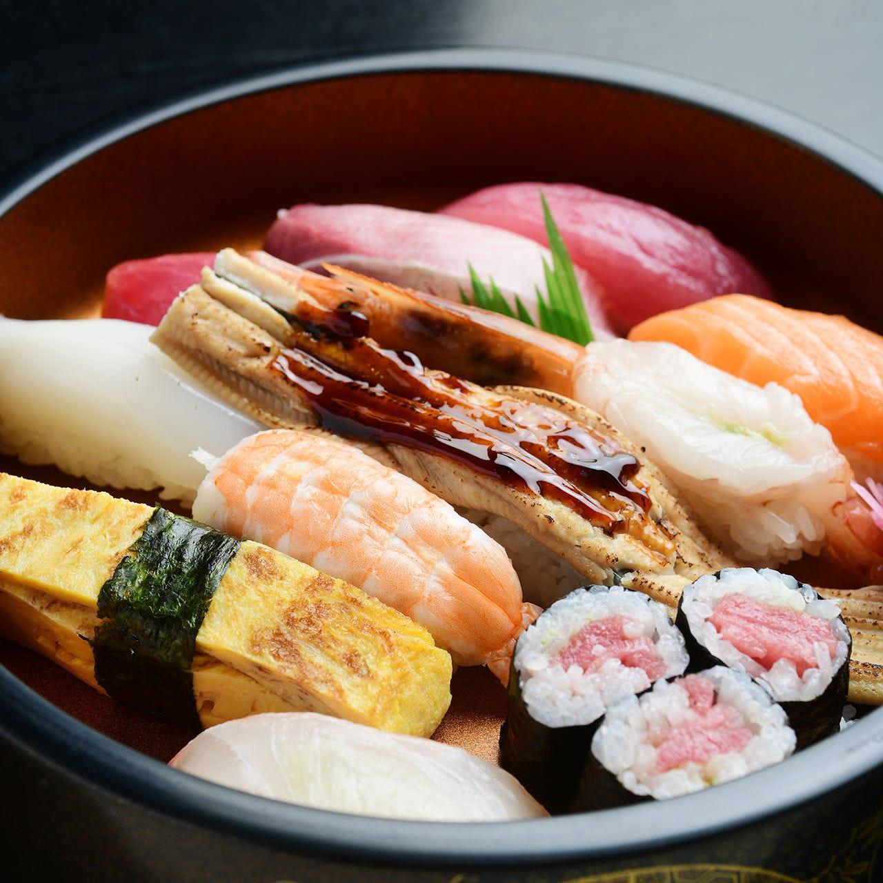 日替わり定食から贅沢な握り、海鮮丼などバラエティ豊か
