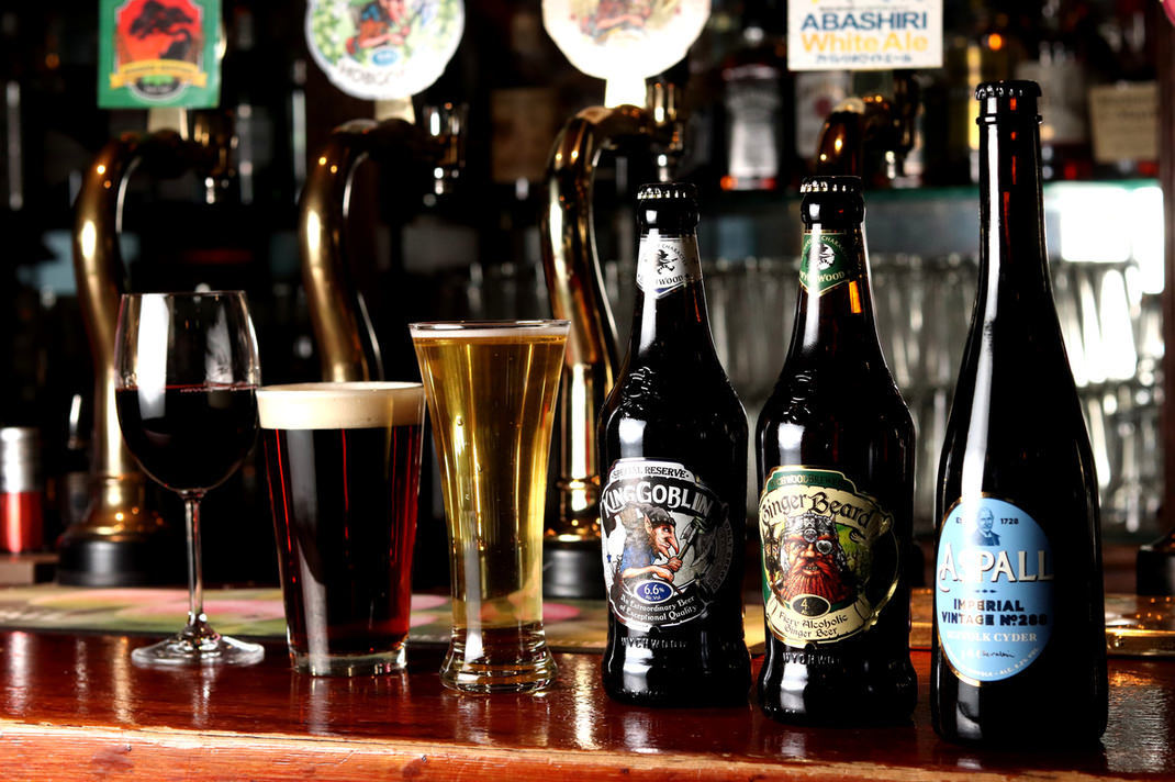 直輸入樽生ビール含む常時12タップ