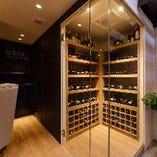 ソムリエがセレクトした世界各国の芳醇なワインが楽しめます。