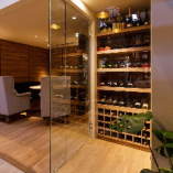 保温管理を徹底し、芳醇で香り高いワインをご用意しています。