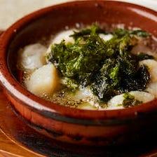 アヒージョ(オリーブオイル煮・バケット付き)