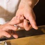江戸前の寿司職人が佐渡を握る。熟練の技を目の前で~。