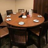 円卓テーブルは10人まで着席可能