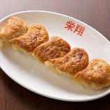 当店一番人気の肉汁がたっぷり閉じ込められている「焼き餃子」