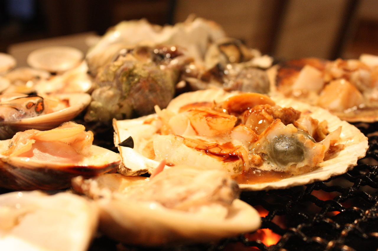 炉端で新鮮魚貝焼