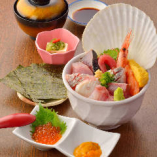 「みちのく地魚海鮮丼」海の幸10点盛!