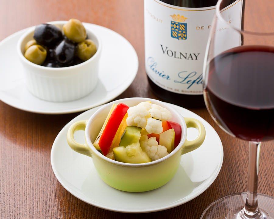 料理に合わせた仏ワインも豊富に揃う